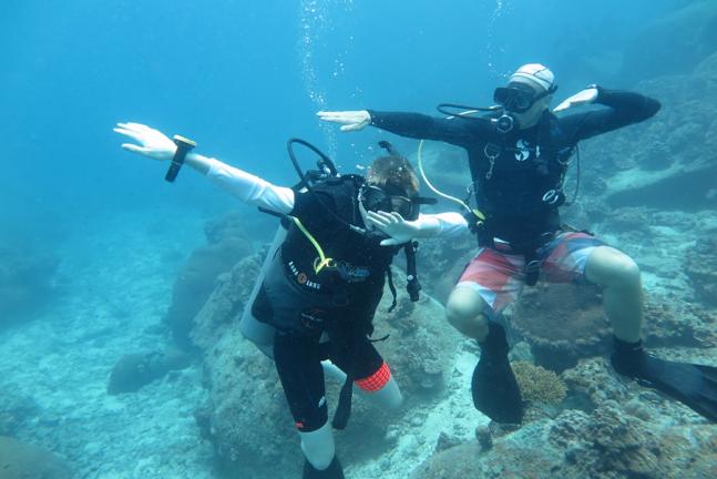 Le cours PADI Open Water Diver consiste en une combinaison de 3 sections