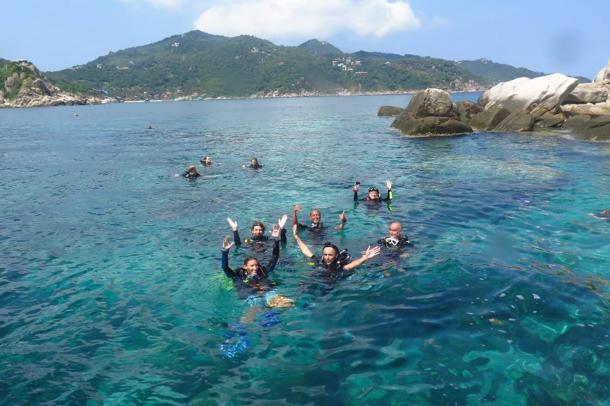 scuba-diving-team-lessons